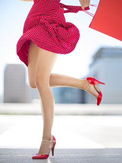 Legs of woman with red skirt and shopping bag - ZEF002120