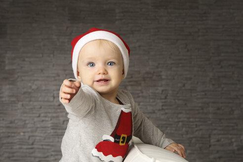 Portrait of baby girl wearing Christmas cap - SHKF000043