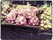 Apples in plastic bags at market stall - MYF000756