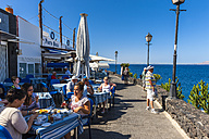 Spain, Canary Islands, Lanzarote, Puerto del Carmen, beach promenade - AM003439