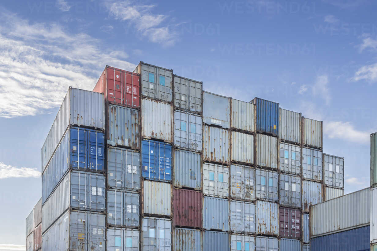 Germany, Hamburg, Stacked shipping containers at harbour - NKF000214 - Stefan Kunert/Westend61