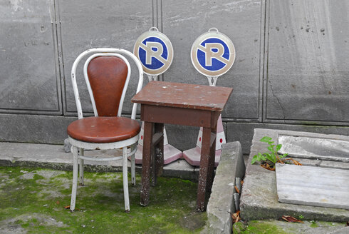Turkey, Istanbul, chair, table and no-parking signs at a graveyard - MIZ000786