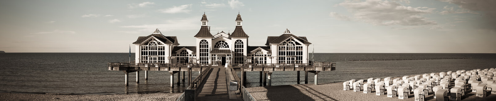 Germany, Mecklenburg-Western Pomerania, Ruegen, Sellin, view to sea bridge - MABF000296