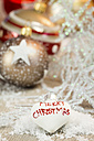 White heart-shaped Christmas bauble with writing 'Merry Christmas' - JUNF000118