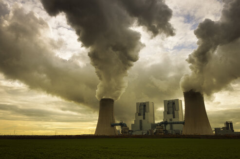 Germany, North Rhine-Westphalia, Grevenbroich, Modern brown coal power station - GUFF000069