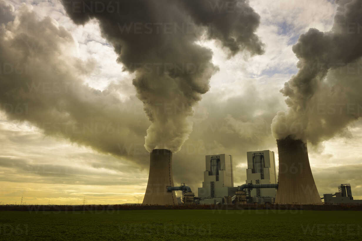 Gremany, North Rhine-Westphalia, Grevenbroich, Modern brown coal power station - GUFF000069 - Guntmar Fritz/Westend61