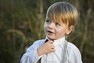 Blond boy wearing tie and shirt - JTLF000008