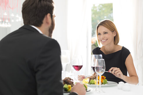 Elegant couple having dinner in restaurant - WESTF020422