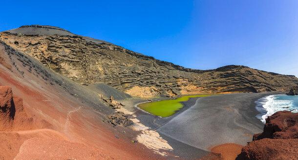Spain, Canary Islands, Lanzarote, El Golfo, Charco de los Clicos, Montana de Golfo, green lagoon - AMF003517