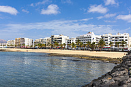 Spain, Canary Islands, Lanzarote, Arrecife, view to beach promenade - AMF003527