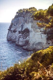 Spain, Balearic Islands, Menorca, Cala Galdana, Cliff and sea - EHF000008