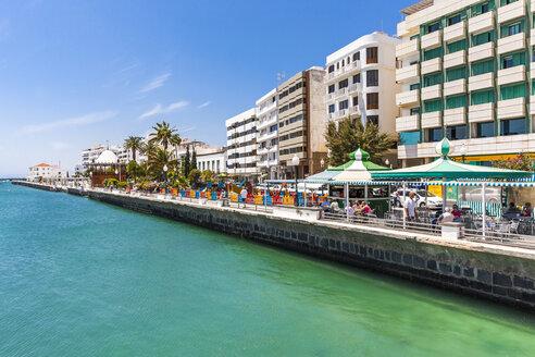 Spain, Lanzarote, Arrecife, waterfront promenade Avenida Olof Palme - AMF003536
