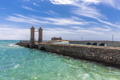 Spain, Lanzarote, Arrecife, Puente de las Bolas in front of Castillo San Gabriel - AMF003553