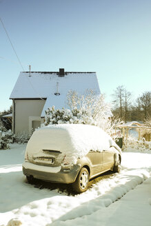Germany, Bergisches Land, snow on car at house - ON000740
