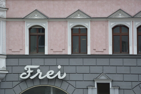 Germany, Bavaria, Munich, grey and pink house front - AXF000737