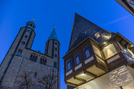 Germany, Goslar, hotel Brusttuch and market church at night - PVCF000256