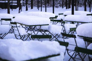 Germany, Bavaria, Munich, beer garden in snow - FCF000602