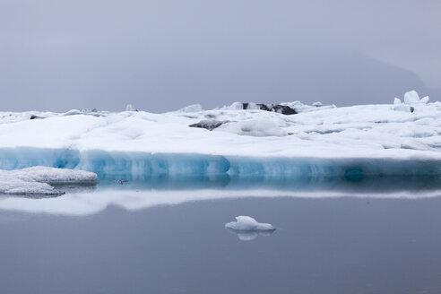 Iceland, Jokurlsarlon, glacier lake - ATAF000092