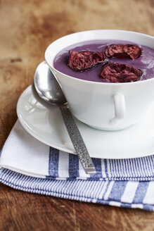 Purple potato and leek soup with red beet chips - HAWF000573