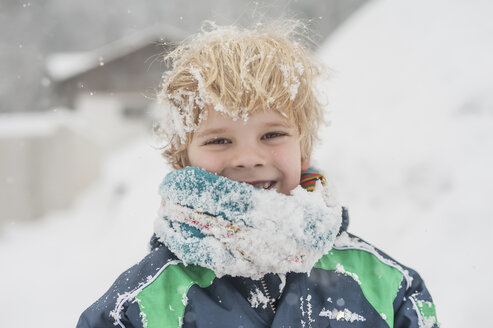 Germany, Bavaria, Berchtesgadener Land, happy boy in winter - MJF001432