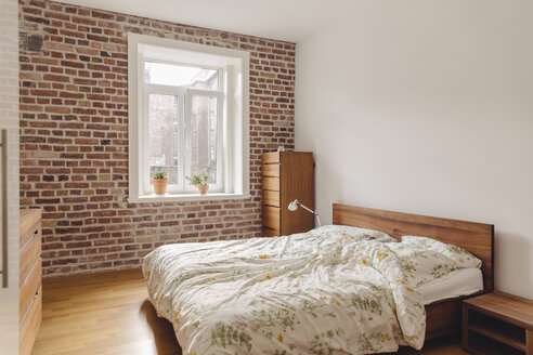 Bedroom in modern building with brick wall - MFF001367