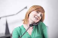 Smiling businesswoman on the phone in office - ZEF003035