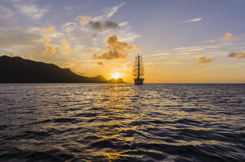 Caribbean, Antilles, Lesser Antilles, Grenadines, Bequia, Caribbean Sea, Sailing ship at sunset - THAF001149