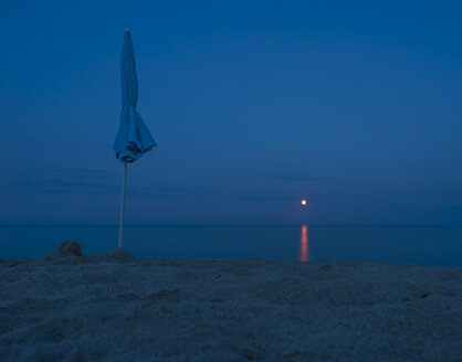 Italy, Sardinia, Tortoli, moonrise over Mediterranean Sea - JBF000230