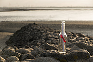 Germany, Lower Saxony, Wremen, Message in a bottle - SJF000135