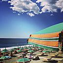 Italiy, Liguria, Cinque Terre, Monterosso al Mare, tourists on beach - GWF003457