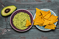 Guacamole, sliced avocado and tortilla chips - SARF001226