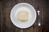 Yeast dumpling with vanilla sauce - LVF002567