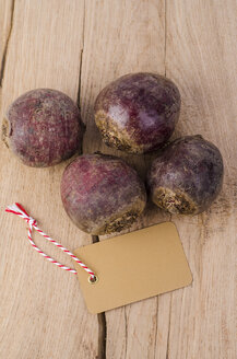 Four beetroots and blank label on wood - ODF001016