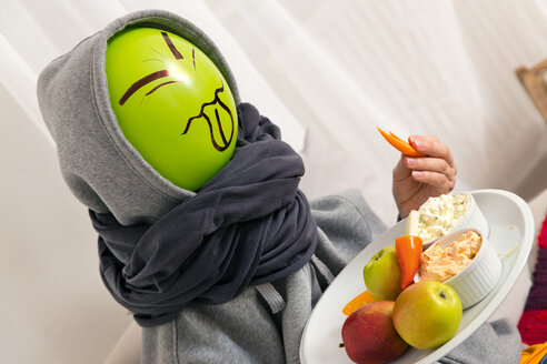 Balloon person find fruits and vegetables disgusting - MIDF000026