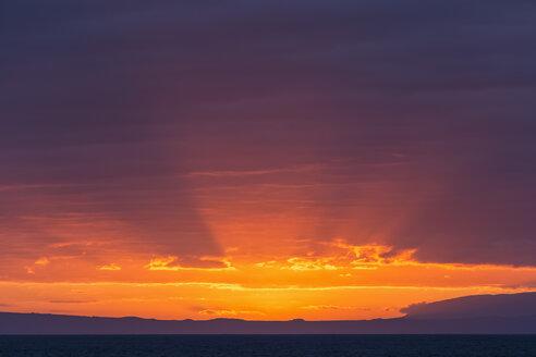 Pacific Ocean, Galapagos Islands, sunset above Santiago Island - FOF007586
