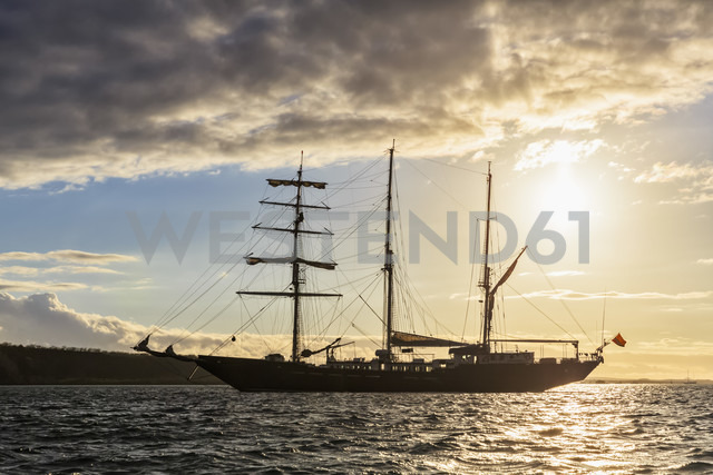 Pacific Ocean, sailing ship at Galapagos Islands - FOF007550 - Fotofeeling/Westend61