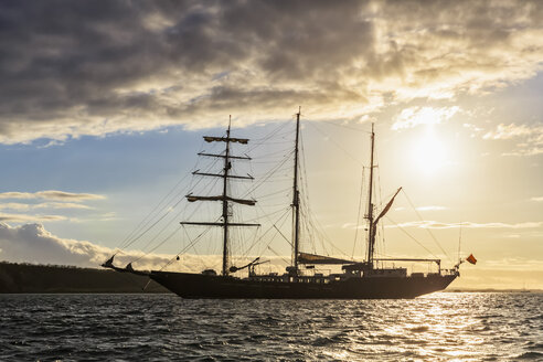 Pacific Ocean, sailing ship at Galapagos Islands - FOF007550