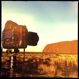 camera, nikon d3s, tripod, sunset, outback, ayers rock, uluru kata tjuta national park, northern territory, australia - LUL000082