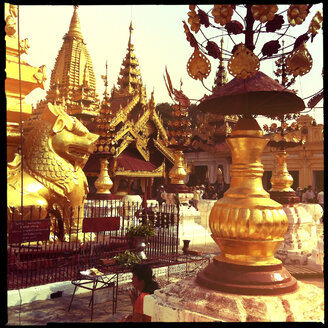 praying, Shwezigon Pagoda, myanmar - LUL000129