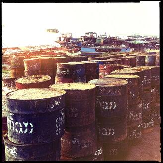 barrels, harbour irrawaddy river, mandalay bay, myanmar - LUL000199