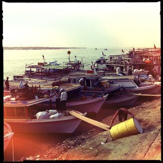 harbour irrawaddy river, mandalay bay, myanmar - LUL000200