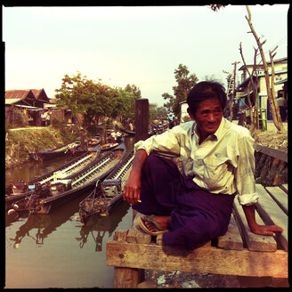 village and market life, inle lake, myanmar - LUL000249