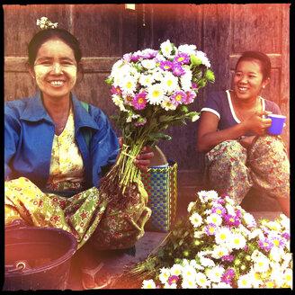 women selling flowers, inle lake, myanmar - LUL000256