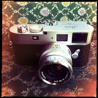 leica m9p digital camera, carl zeiss biogon 35mm lens, - LUL000174