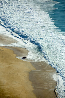 Portugal, Nazare, beach and stand up paddler - KBF000282