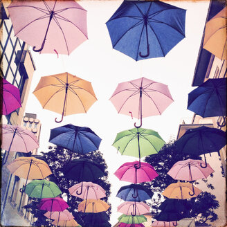 Luxembourg, umbrellas in shopping street - SEF000886