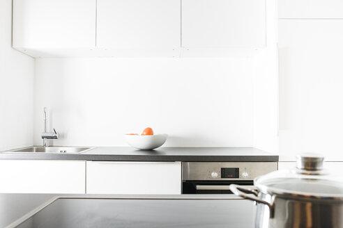 Modern kitchen, pot on cooker - FLF000818