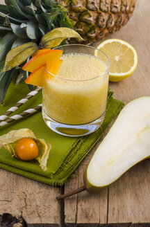 Glass of ananas pear physalis smoothie - ODF001035