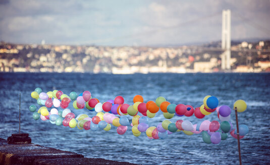 Turkey, Istanbul, colorful balloons at Bosphorus - EHF000106