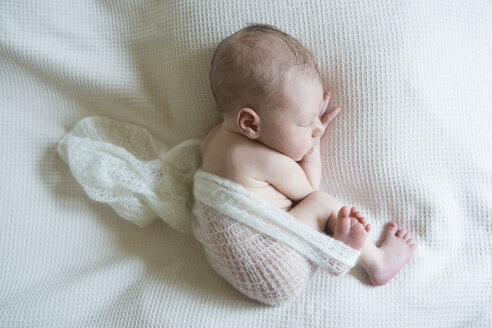 Sleeping newborn on white blanket - JTLF000034